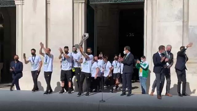 Equipa de futsal do Sporting festejou assim na Câmara Municipal de Lisboa