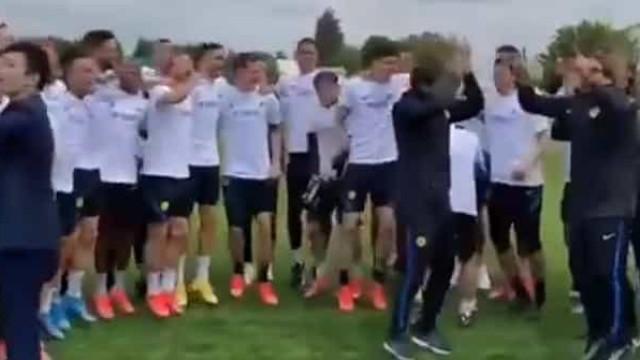 Inter nem nos treinos deixa de festejar o título de campeão