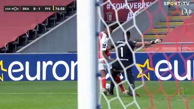 Jordi esqueceu-se de Galeno, fez penálti e permitiu o empate do Sp. Braga
