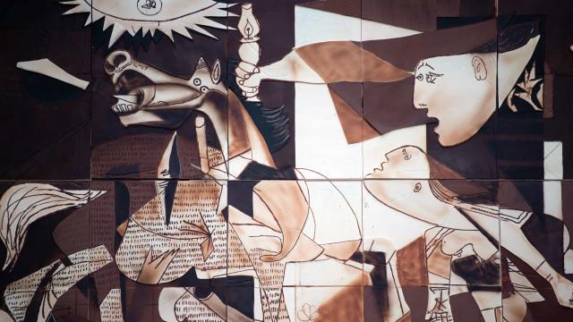 Mestres chocolateiros fizeram 'Guernica' de Picasso em chocolate