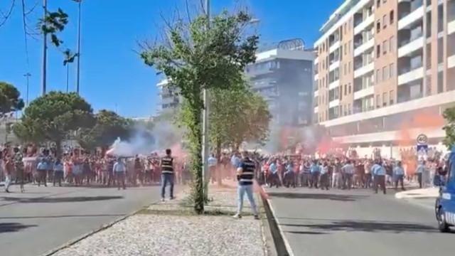 Benfica recebido de forma 'apoteótica' na chegada ao estádio da Luz