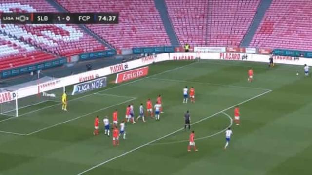 João Mário salta do banco e assiste Uribe para o golo do empate na Luz