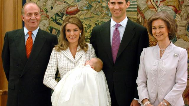 Rainha Letizia volta a brilhar com vestido que usou no batizado de Leonor