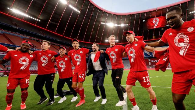 Tiago Dantas em destaque nos festejos do título do Bayern