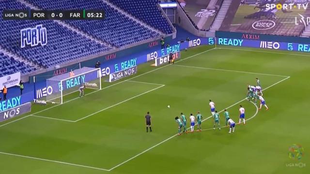 Taremi abre o marcador no Dragão de grande penalidade aos seis minutos