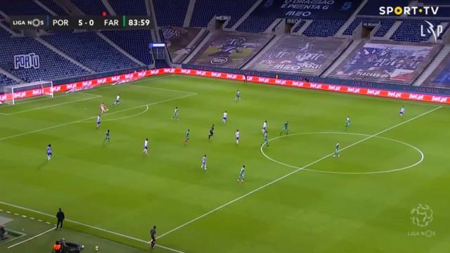 Marchesín assistiu João Mário para o quinto golo do FC Porto ao Farense