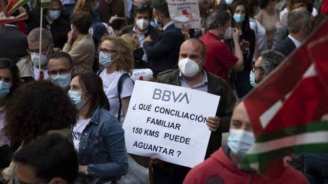 Milhares manifestam-se em Espanha contra despedimentos do BBVA