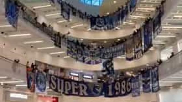 Super Dragões 'invadem' centro comercial em forma de protesto