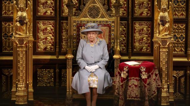 Isabel II preside à Abertura do Parlamento britânico. O detalhe comovente