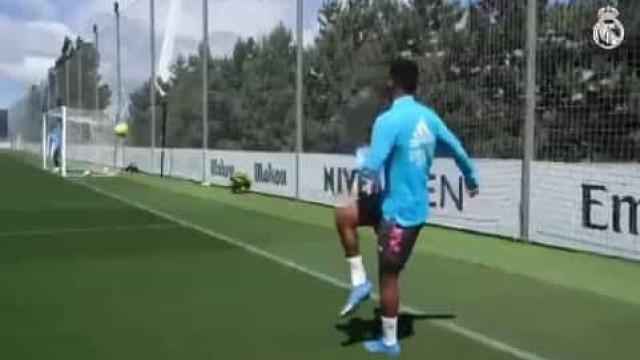 Rodrygo marca golo 'impossível' no treino do Real Madrid