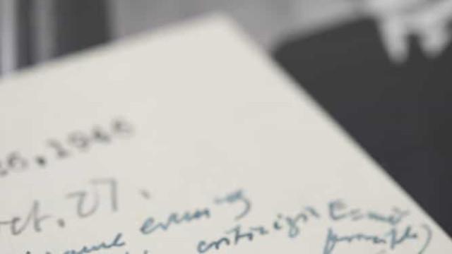 Carta rara de Albert Einstein com a sua famosa fórmula à venda em leilão
