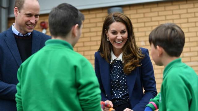 Camisa de Kate Middleton encanta admiradores em novo evento público