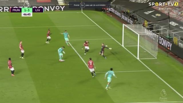 Defesa do United facilitou e Firmino fez o terceiro golo do Liverpool