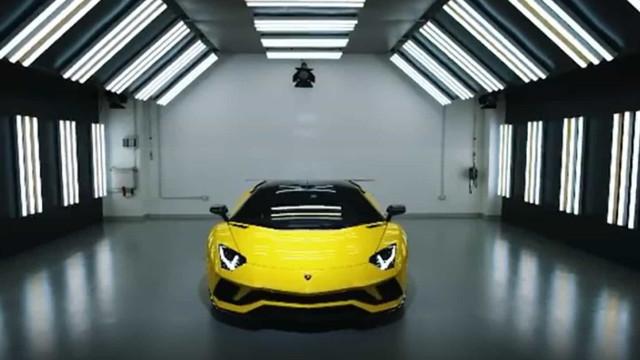 Dybala mostrou o seu novo Lamborghini desenhado em exclusivo para si