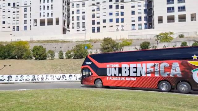 A chegada tranquila do Benfica ao estádio da Luz para o dérbi lisboeta