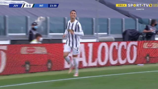 Cristiano Ronaldo foi mais teimoso do que Handanovic e adiantou Juventus