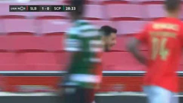 Pizzi dilata vantagem sobre o Sporting após grande jogada do Benfica
