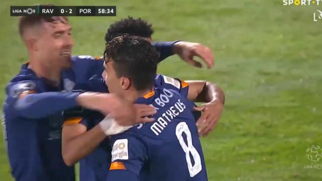 Dois golos em três minutos. Luis Diaz aumenta vantagem portista