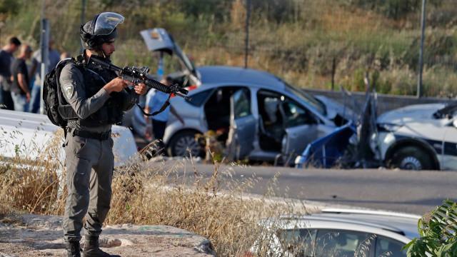 Colisão de carro contra forças de segurança israelitas provoca feridos