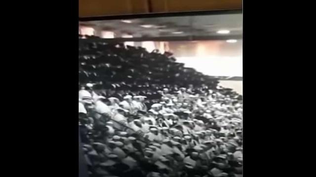 Bancada de sinagoga cede durante festival religioso e faz dois mortos