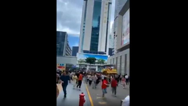 Arranha-céus na China evacuado após oscilação levar à fuga de pessoas