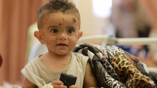 """Cerca de 60 crianças mortas numa guerra onde são elas quem """"paga o preço"""""""