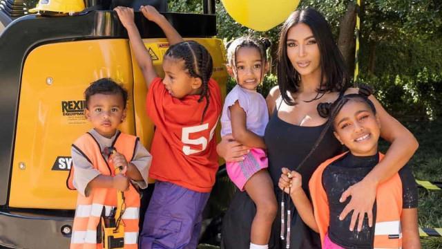 Vídeo. Kim Kardashian festeja aniversário com os filhos