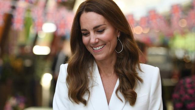 O auge da elegância. Kate Middleton deslumbra com vestido de 3500 euros