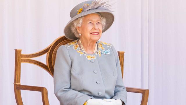 Trooping of the Colour. Rainha sorri durante celebrações de aniversário