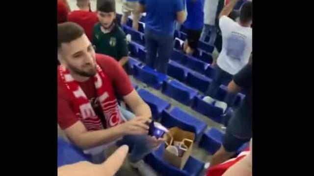 Adepto turco pediu namorada em casamento em pleno arranque do Euro'2020