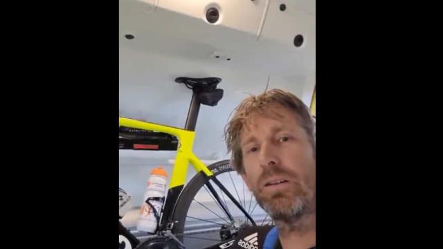 Van der Sar precisou de assistência médica após queda de bicicleta