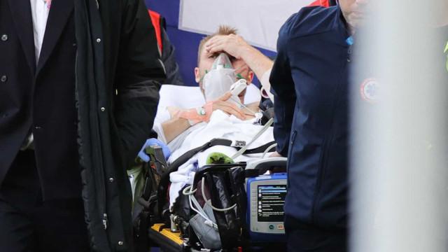 As imagens que mostram que Eriksen saiu do relvado consciente