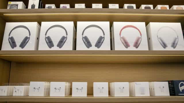 AirPods Max da iPhone descem para o valor mais baixo de sempre na Amazon