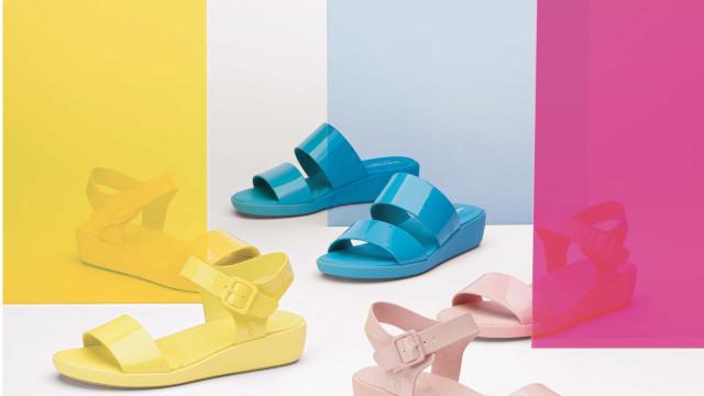Cores vibrantes! Hush Puppies apresenta as novas sandálias Brite Jells