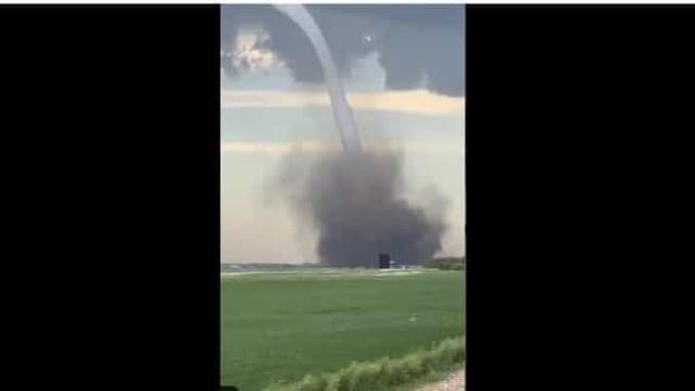 Tornado destrói campos agrícolas no Canadá