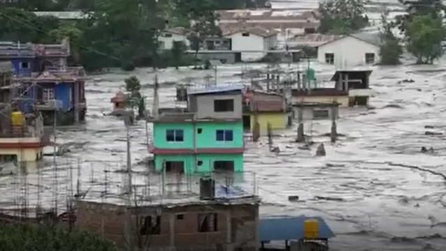 Inundações repentinas fazem pelo menos sete mortos no Nepal