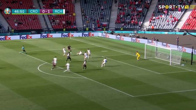 Perisic apanhou República Checa desprevenida e marcou um golaço