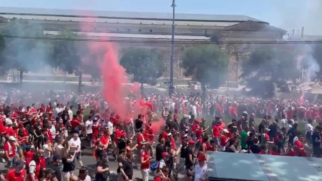 Ambiente incrível na Hungria: Adeptos em festa antes do jogo com a França