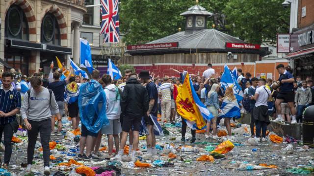 Adepto escocês luta pela vida após cair de 6.º andar de hotel em Londres