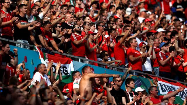 Surpresas e desastre português: As imagens do 9.º dia do Euro