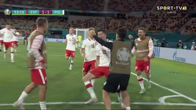 O golo de Lewandowski que mantém 'viva' a Polónia de Paulo Sousa