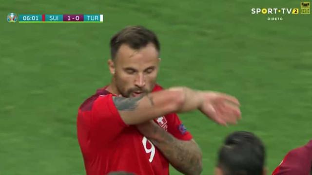 Seferovic 'disparou' de fora da área e adiantou a Suíça