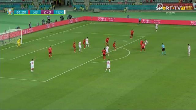 Kahveci marcou este belo golo mas Turquia disse adeus ao Euro'2020