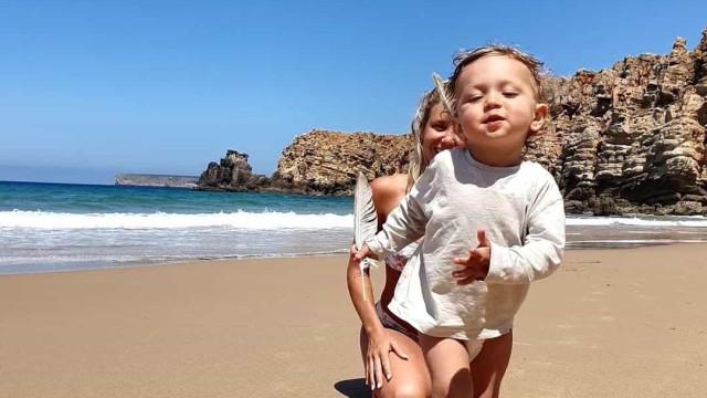 As encantadoras fotos de Sofia Arruda na praia com o filho