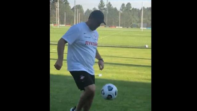 Rui Vitória mostra dotes futebolísticos no treino do Spartak