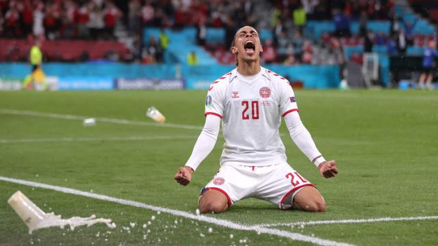 Dinamarca arrasa Rússia em noite louca e defronta Gales nos 'oitavos'