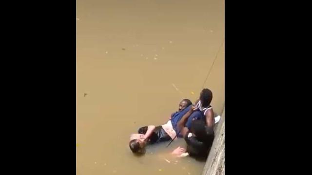 Basquetebolista mergulha em ria para salvar homem de morrer afogado
