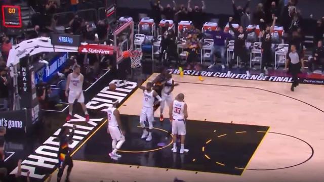 Suns venceram Clippers com este lance a 0,9 segundos do final