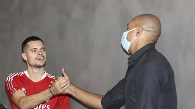 Todas as imagens do regresso do plantel do Benfica ao trabalho