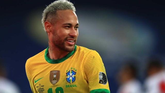 """Neymar celebra aniversário da mãe do filho. """"Minha companheira, amiga"""""""